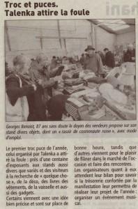 """Georges Benoist, 87 ans sans doute le doyen des vendeurs propose sur son stand divers objets, dont un """" rasoir de cosmonaute russe """", avec mode d'emploi."""